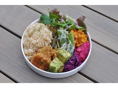 動物性の原材料を一切使用しないヴィーガン食を提供するオプティマスカフェ(大阪市中央区北浜)の春の新作は大人気ブッダボウルに春野菜をふんだん取り入れた『春のブッダボウル』