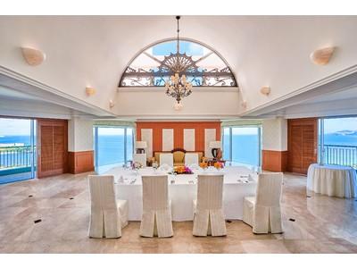 コロナ禍で増加する少人数の結婚式にフォーカス オキナワ マリオット リゾート & スパ スイートルームでのパーティをプロデュース