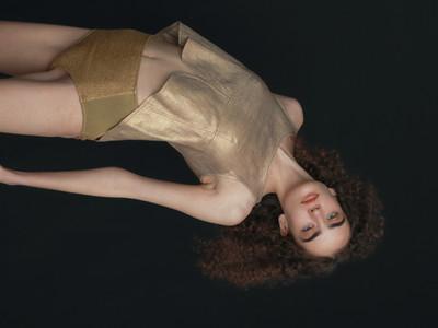[7月20日新発売] 自由なバランスを楽しむコスメブランド「uneven(アニヴェン)」よりマルチスティック新色「illuminated gold」登場