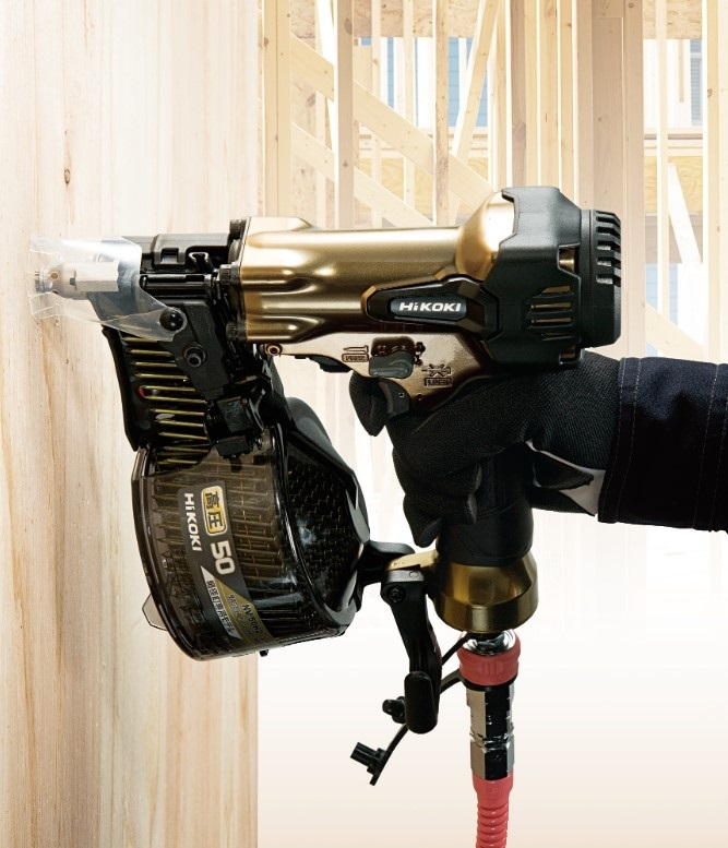 電動工具ブランド「HiKOKI(ハイコーキ)」ワンプッシュで木くず等のお掃除ラクラク!軽量コンパクトボディ「高圧ロール釘打機 NV 50H2(S)」発売