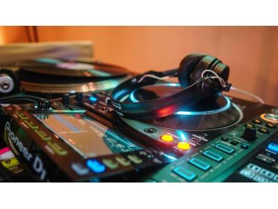 オープンスペースに広がるホテルバーで毎日DJ生演奏!9月のDJスケジュール