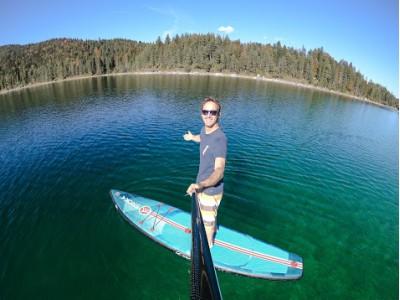 水上散歩や水上ヨガが楽しめる新しいアクティビティ「SROKAサップボード」登場!