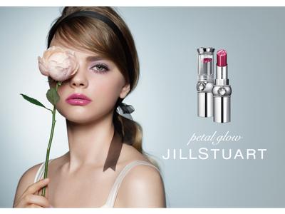 【ジルスチュアート ビューティ】しずくを纏った花びらのようなきらめき。透明感溢れるピュアな色づきが楽しめる新リップ登場。