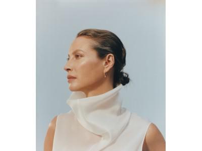 英国発のECサイトMATCHESFASHION(マッチズファッション)がモデルのクリスティ・ターリントン・バーンズと俳優のアシュトン・サンダースを起用したキャンペーンを開始