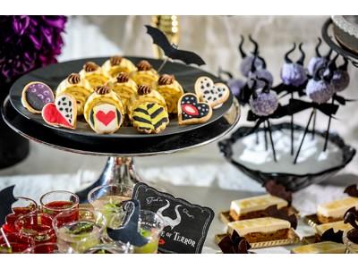 ロマンチックな白亜の結婚式場が、2日間限定でダークな世界に!『いたずらヴィランズのスイーツパーティー』デザート&軽食約20種類が食べ放題