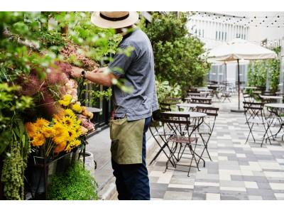 「手土産に花を」 をテーマにした生花のワゴン 「The Wagon」が7月20日、広尾の新施設 EAT PLAY WORKS! 内にオープン