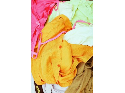 """心地良いスタイルを提案する「ギャルリー・ヴィー」にて、コールドプレスジュースの""""しぼりカス""""を染料にコレクションを提案する「Lefts,」のポップアップストアをオープン"""