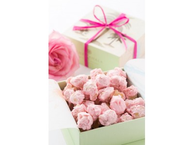 【ザ・カハラ・ホテル&リゾート】乳がん撲滅月間のチャリティーの一環としてストロベリー・マカダミアナッツチョコレートを10月限定販売