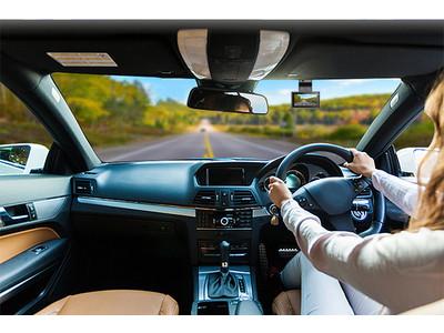 コンパクトサイズで運転中の視界もワイドに。記録媒体を超えた4K画質×ナイトビジョンが確かな目撃者となる!? さりげない存在感で頼れるドライブレコーダー「A50」