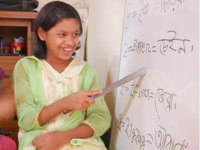 """【はずれた年賀状も、途上国の女の子の""""幸せ""""に】~はがき10枚⇒授業1回分~余った未使用はがきが、子どもたちの可能性を育む支援になる「あなたのはがきが、だれかのために。キャンペーン」実施中"""