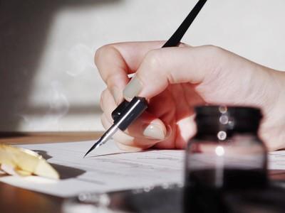 自分の心と向き合い、想いを綴る。デジタル時代に手書きの温もりを。アパレルショップが提案する豊かな時間の過ごし方。