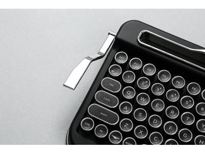 いにしえのタイプライターが現代によみがえる、ワイヤレスキーボード「PENNA KEYBOARD」を発売