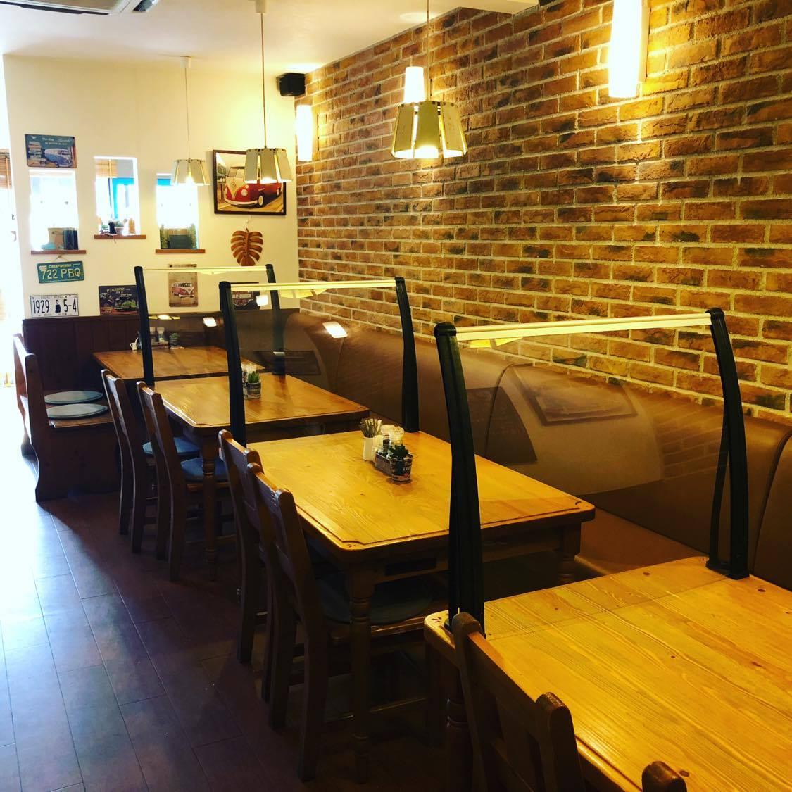 ひさし専門店の「逆転」のアイデア!ひさしを逆さにした飲食店向け飛沫防止パーテーション「ヒサシールド・テーブルパーテーション」が誕生。