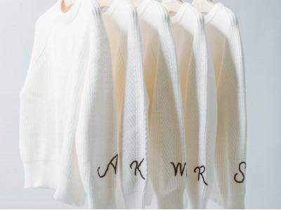 2020年3月4日(水)より、デミリーを代表するCHELSEAニットにイニシャル刺繍を入れられる特別なオーダー会を阪急うめだ本店にて開催