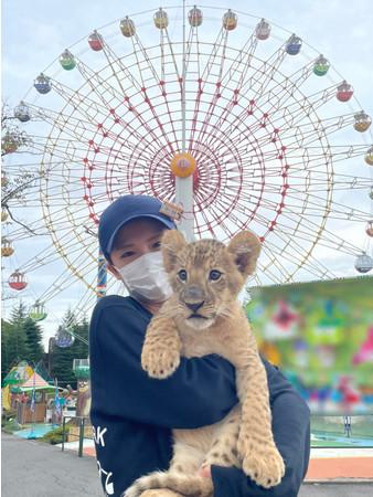 ~ライオンの赤ちゃん命名企画も実施~大好評開催中!那須ハイランドパークでライオンの赤ちゃんと触れ合おう!