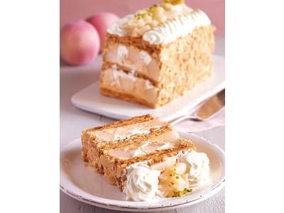 【キハチ 青山本店】旬の桃を味わう「KIHACHIのパイシリーズ」の新作!白桃の果肉、サクサク食感のパイ、特製クリームを重ねて。食べる直前にフランボワーズソースを。