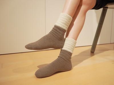 暖かくて履きやすく、カカトはしっとり。足を美しく健やかに保つ靴下『ラブヒール(R)』の新シリーズを発売開始!レッグウォーマー機能を加えて足首までふんわり温めます。