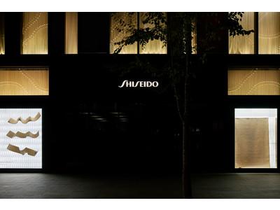 銀座の街に「天空からの絨毯」が舞う! 現代美術家 小沢剛氏によるSHISEIDO THE STORE WINDOW GALLERY