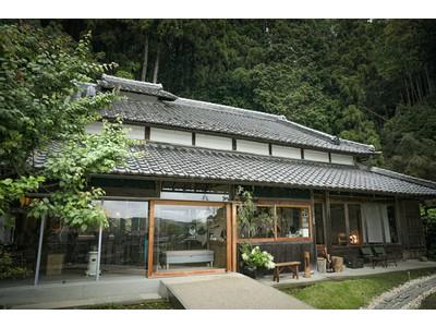 奈良県山添村の朝焼けに合わせて誓いの言葉をちょっと不自由なホテル「ume,yamazoe」×️「花ノ家族婚」1泊2日の1棟貸切宿泊結婚式 予約受付開始