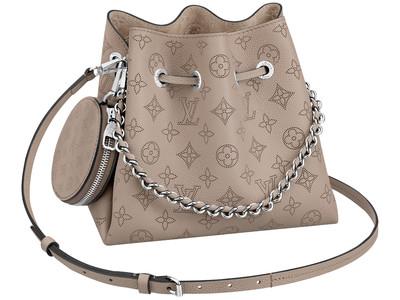 【ルイ・ヴィトン】しなやかなマヒナ・レザーが印象的な新作バッグ「ベラ」が登場!