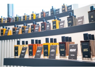 ラッシュのパフューム調香師たちのインスピレーションを垣間見る 新たな空間「The Perfume Library by Lush」が日本に登場