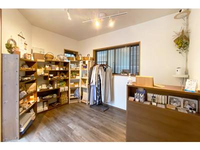 雑貨店「ハナトツキ 」が6月11日(金)にリニューアルオープン!ナチュラル素材のバッグを集めたフェアを開催中