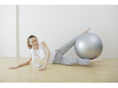 働く女性は、自分磨きも短時間で効率重視?軽い運動は、「自宅」で行う「宅トレ」派が8割超。宅トレと一緒に行いたいことは、スキンケアが1位に。