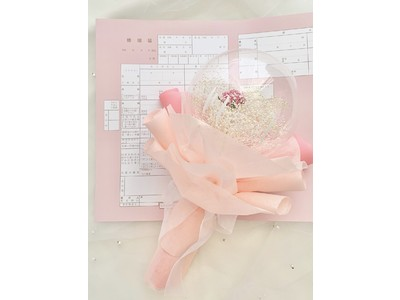 いい夫婦の日を記念してmarryから「フラワーバルーン」の新作登場(ハート)透明バルーンの中にかすみ草に1輪のバラ。花言葉は「あなたしかいない」