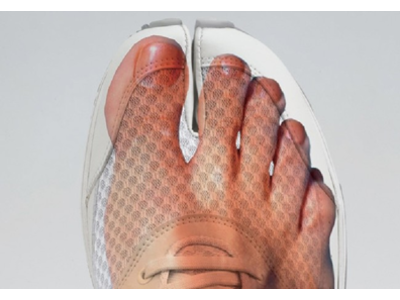 オーダーメイドインソールと靴の専門店「足道楽」より足袋シューズ「ラフィート」の商品販売開始 足袋型形状により素足に近い感覚で、疲れにくくスムーズな歩行へ導く