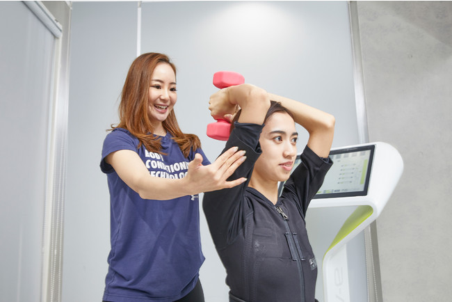 日本初・電気×磁気トレーニングの相乗効果により、1回たったの40分・最短2ヶ月でダイエットを実現する新コースを全額返金保...