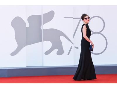 第78回ヴェネツィア国際映画祭:アルマーニのブラックドレスを着用したセレブリティを一挙公開