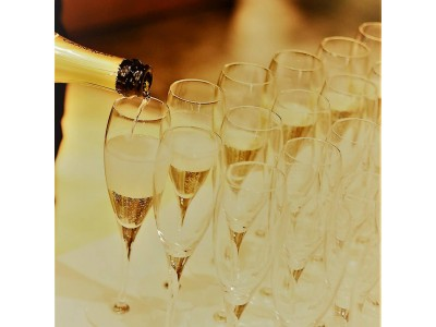 3月中はなんと、高級シャンパンとワインが飲み放題!!TO BEGIN WITH Champagne & Wine Lounge  お食事4品&パティシエ特製デザート付きの超お得プラン!!