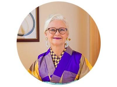 リユース着物「たんす屋」のオンラインストアで、着物研究家のシーラ・クリフさんのコラムが開始しました