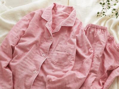 無撚糸ダブルガーゼ×兵庫県伝統の播州織。ふわふわの「わた」にくるまれたように心地いい、贅沢な肌ざわりのパジャマが、7 月よりセシールから新発売。