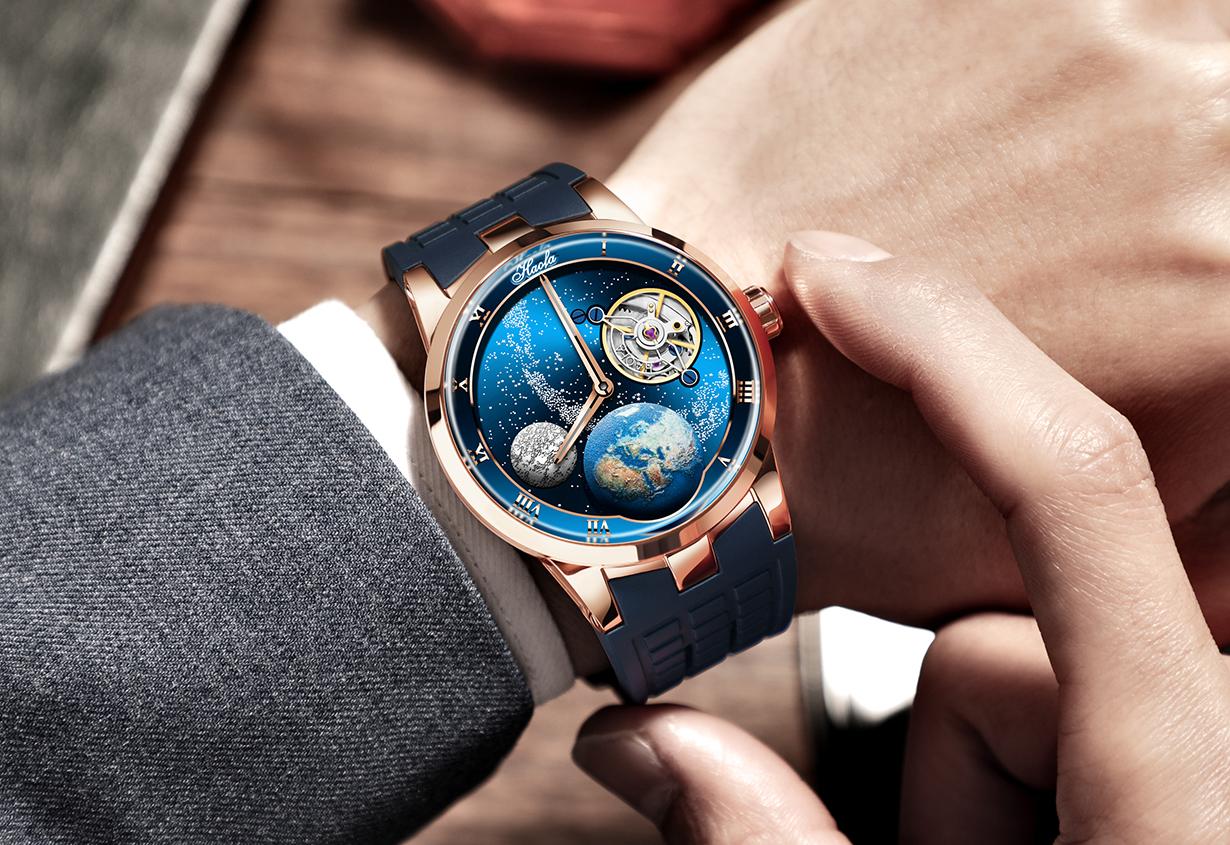 月を描いた文字盤が回転。ゴッホの「星月夜」をイメージしたカルーセル時計が新登場。