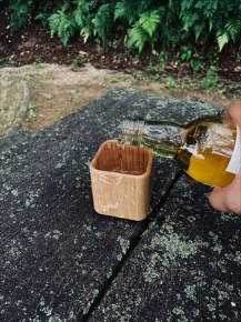 お家でウイスキーを樽熟成の風味に!倉敷の老舗家具屋が作るウッドタンブラーが誕生