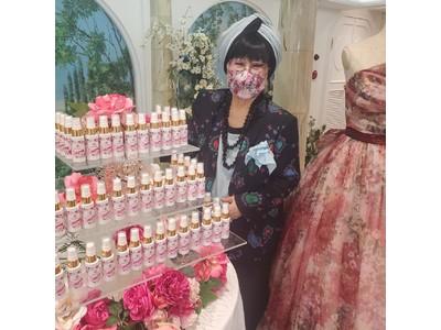 コロナ渦中のマスク生活を少しでも華やかに ユミカツラの人気カラードレスのプリントを施した「マスクフレグランスミスト」を新販売