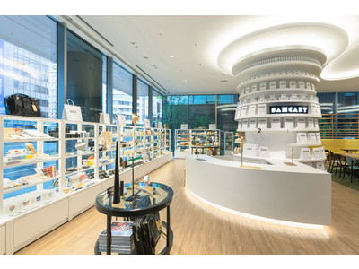 ひろぎんホールディングス本社ビル1階に、広島と周辺地域のこだわりの商品を集めたライフスタイルマーケット「BANCART(バンカート)」が、2021年5月6日(木)よりグランドオープン。