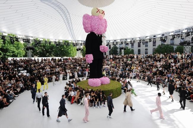 【ディオール】キム・ジョーンズがメンズ アーティスティック ディレクター就任後初となるメンズ 2019 サマー コレクションを発表