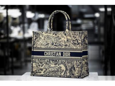 【ディオール】最新コレクションの注目バッグ「ブック トート」ができるまで