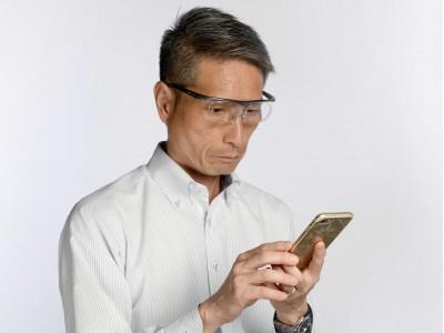 レンズを取り外して倍率変更が可能なメガネ式ルーペ「YUI(ユイ)ルーペ」