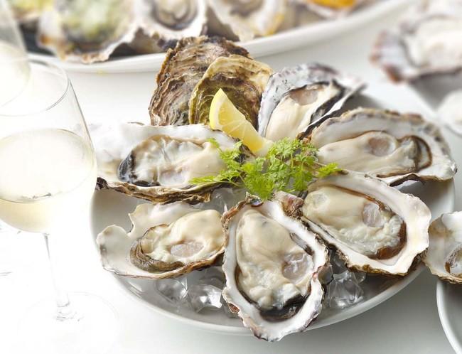 海のスーパーフードで元気に!ランチから旬の生牡蠣がお得「真牡蠣プレート半額」