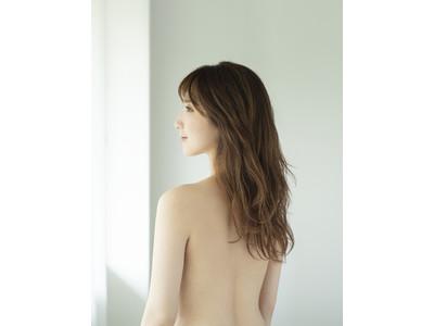 """着けていることを忘れるくらい """"軽やかなブラの魅力"""" を表現 ファーストサマーウイカさん 美しく大胆なバックショットを披露~  ウイング『エアリーソフトブラ』のイメージモデルに就任 ~"""